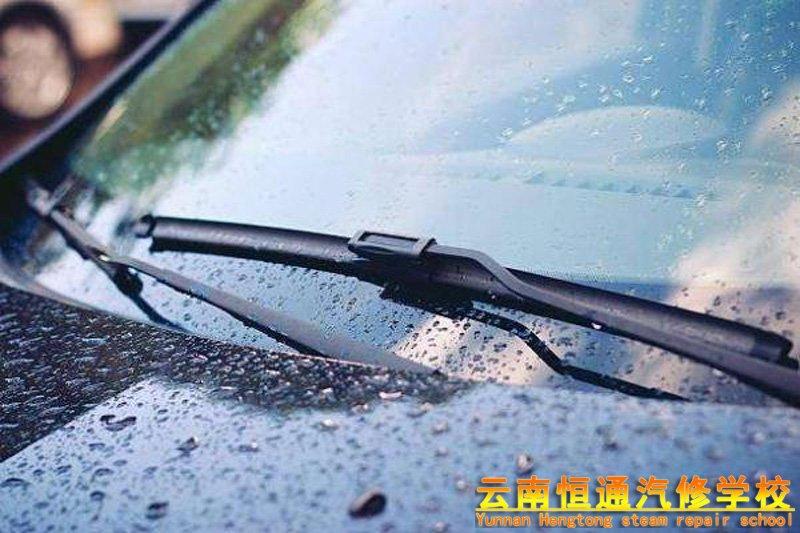 教你如何解决汽车雨刮器出现吱吱