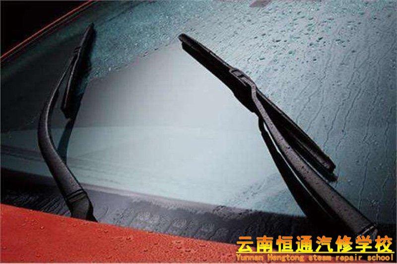 雨季行车应该注意哪些细节