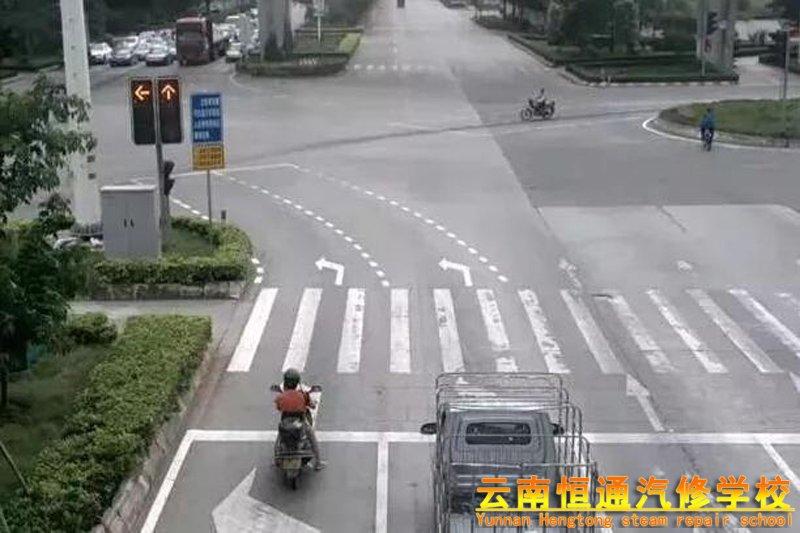 左转弯待转区的三种情况你清楚吗?否则就是闯红灯