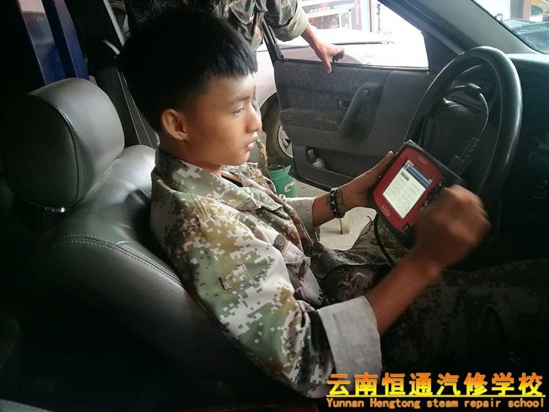 """行业变迁70年丨职业教育""""U""""型发展史"""